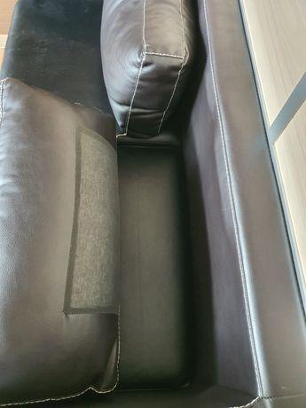 Продам диван кожанный офисный