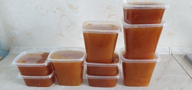 Свежий натуральный мед со своей семейной пасеки