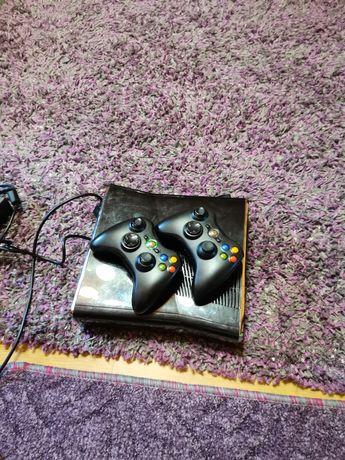 Xbox 360 cu 2 manete