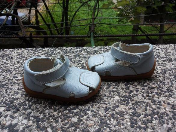Сандалки, чехлички и пантофки за бебешки крачета