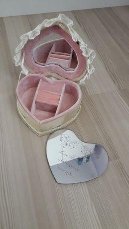 Кутия за бижута и огледало за стена