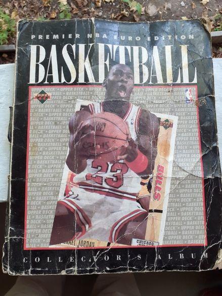 Книга класьор с безброй баскетболни картички колекционерски