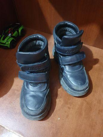 Продам осенние ботиночки, на 3-5 лет