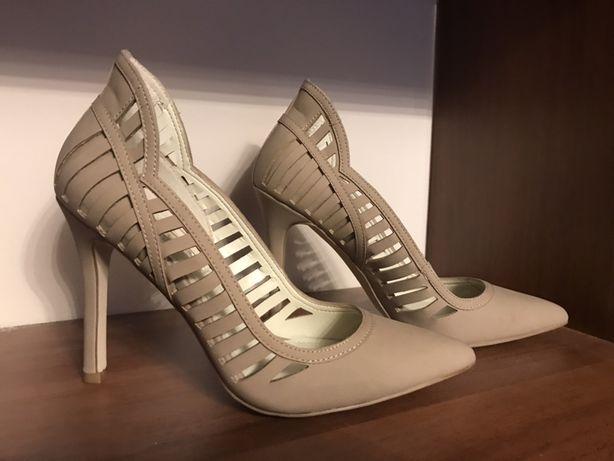 Pantofi cu toc BCBgeneration