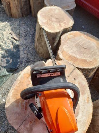 Tăiat lemne foc .