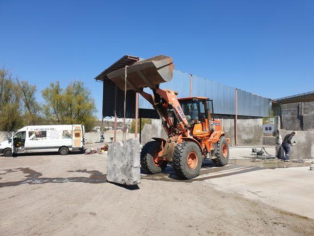 Demolări piconat spart taiat beton sapaturi santuri inchirieri utilaje