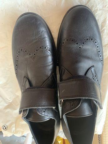 Обувь для подростков кожанная ,чистая,брендовая носил 1 ребенок