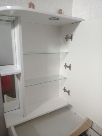 Срочно продам в связи с переездом шкаф с зеркалом и раковину со шкафом