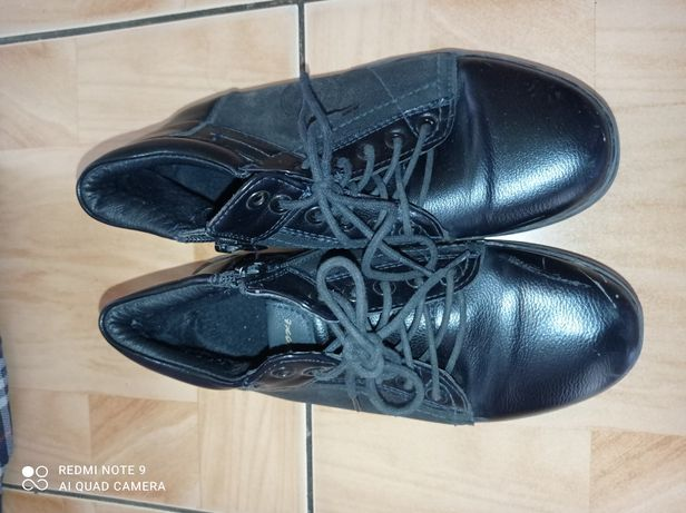 Продам детскую мальчиковскую обувь