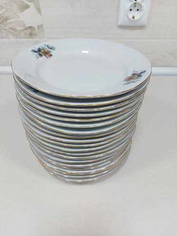 Продавам  20 бр чинии  със златен  кант.