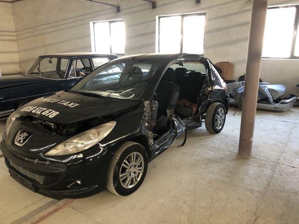 Dezmembrez Peugeot 206+ lovit