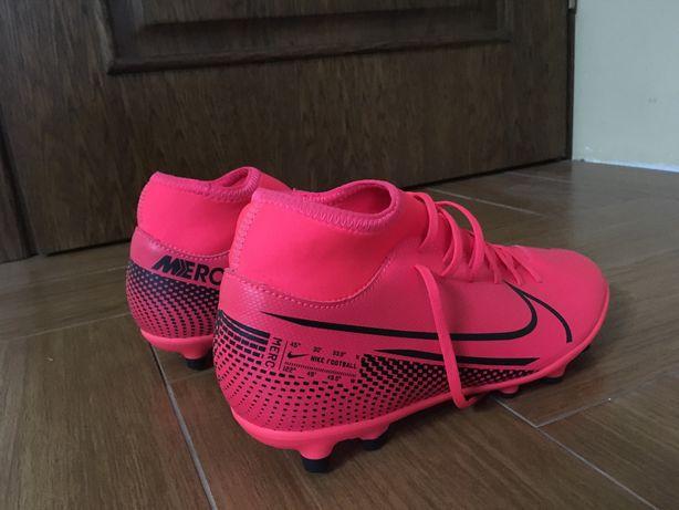 Vand ghete fotbal Nike noi