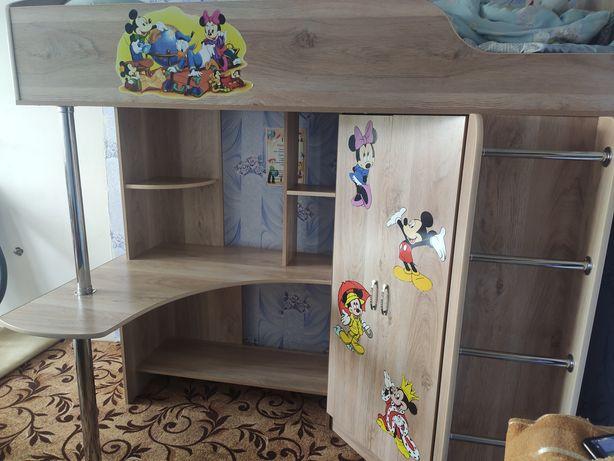 Продам детский гарнитур 3 в 1(Кровать,шкаф,столик)