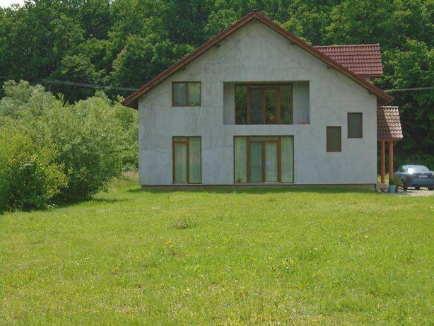 Vând casă D+P. S=180 mp + teren 2000 mp.Unirea, str. Valea Slatiniței.