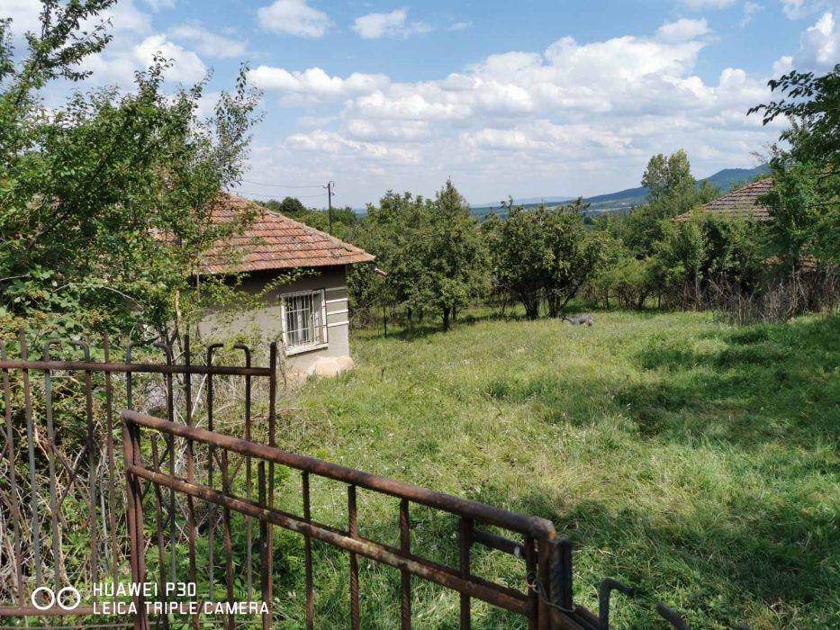 Къща в село Смоляновци с двор 1700 кв.м.