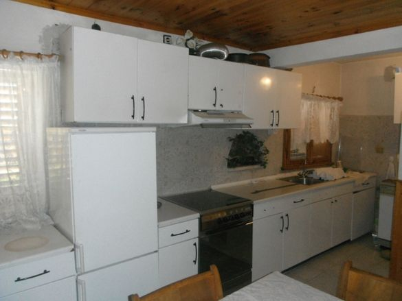 Продавам или заменям къща в с.Равногор за жилище в Пловдив или София