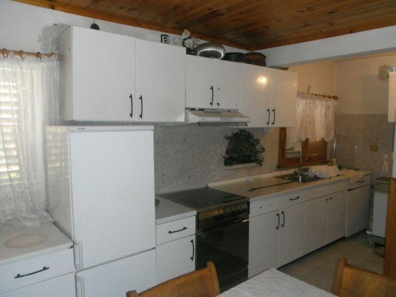 Продавам или заменям къща в с.Равногор за жилище в Пловдив или София с. Равногор - image 1