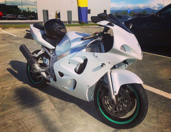 Motocicleta Suzuki GSX-R600