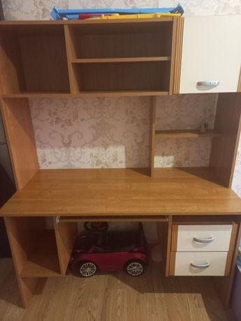 Стол в детскую комнату