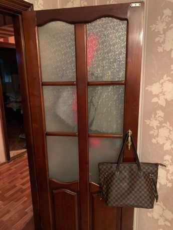 Продам межкомнатные двери (5 штук)
