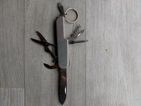 Джобно ножче с 7 функционалности!