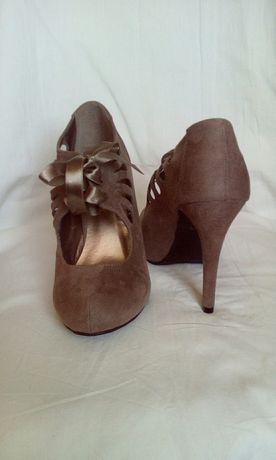 Нови елегантни обувки
