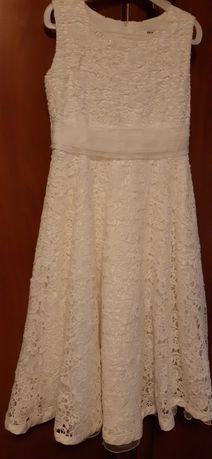 Продавам рокля подходяща за шаферки или принцеса