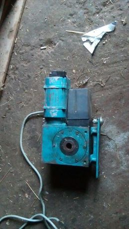 Reductor cu motor electric trifazat