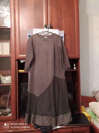 Зелёное платье ниже колена