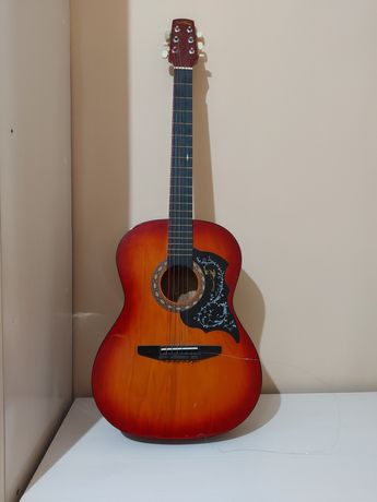 Продам гитару  в хорошем состояние
