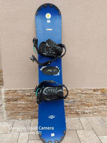 Vând placa snowboard și boots
