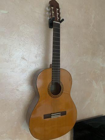 Гитара Yamaha CS 40 + чехол