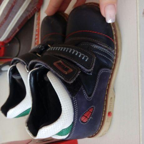 Продам демисезонные ботиночки, макасы, кроссовки 25,26 размер