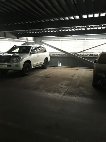 Паркинг, парковочное место на Макатаева уг. Зенкова