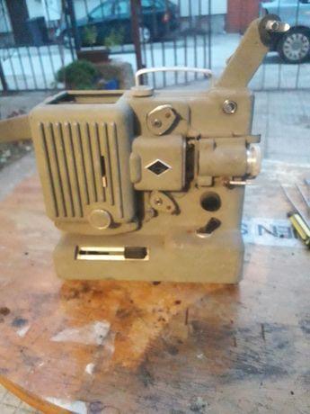 Много стар кинопрожекционен апарат