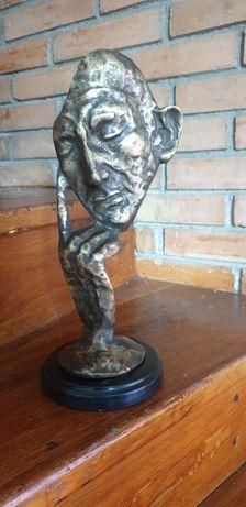 Gânditor, lucrare în bronz