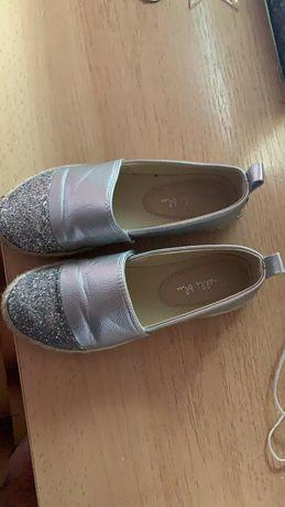 Vând pantofi pentru fetite nr. 33