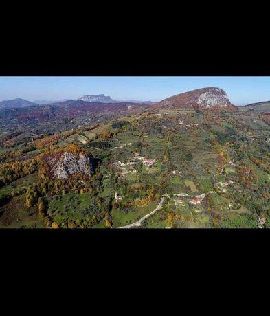 Gospodărie de vânzare, sat Dupăpiatră (jud Hunedoara), Munții Apuseni
