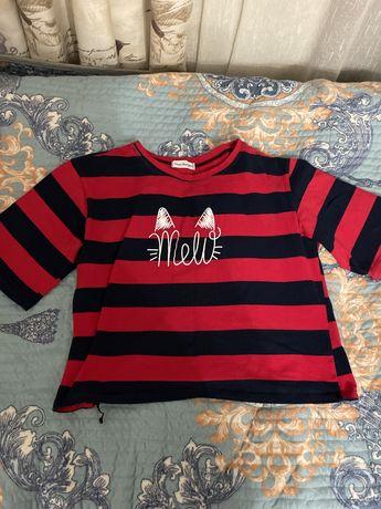 Женская Черно-красная футболка с котиком