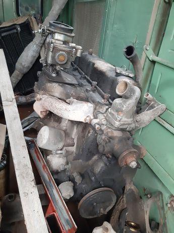 Двигател  4 цилиндров улаз 2100кубика