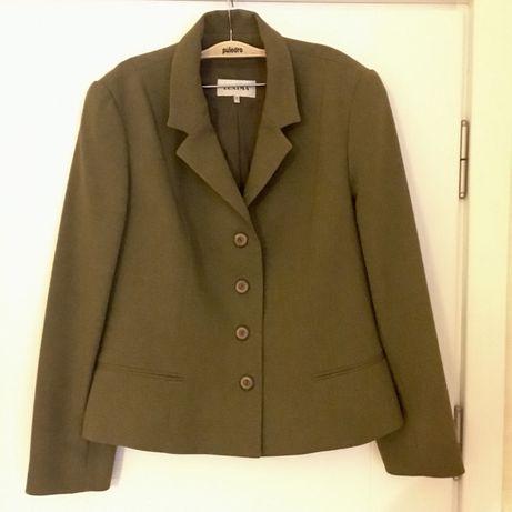 Зелен дамски костюм от две части - сако и пола