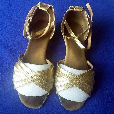 Продам туфли для девочек для спортивно-бальных танцев