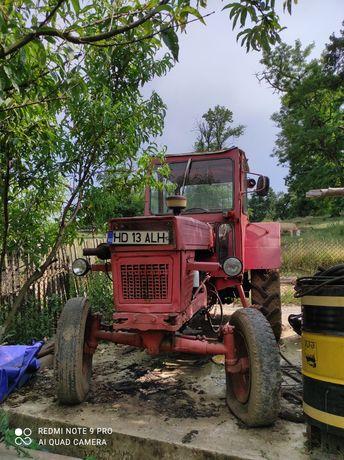 Tractor UTB650 CU TROLIU