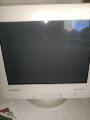Цветен монитор за компютър Самсунг
