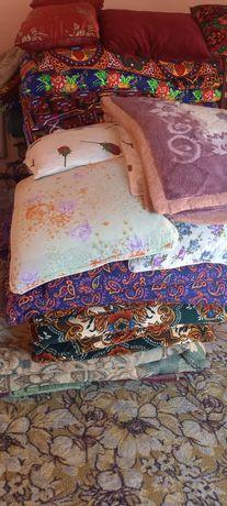 Продам срочно подушки и корпачушкк