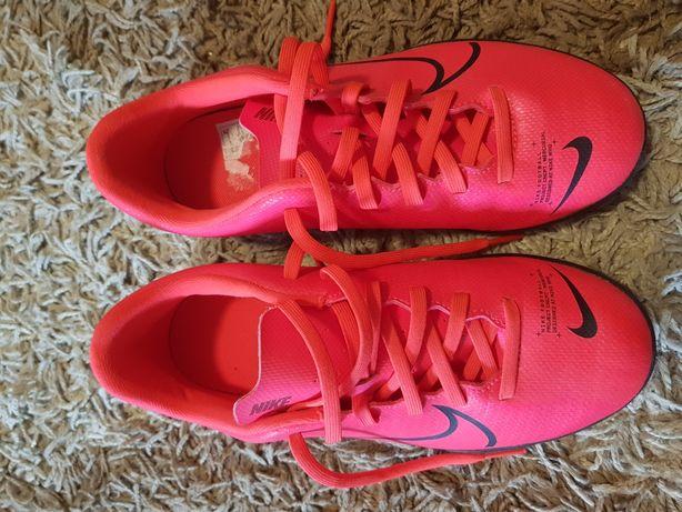 Vand ghete de fotbal marca Nike Mercurial Vapor 13 Club