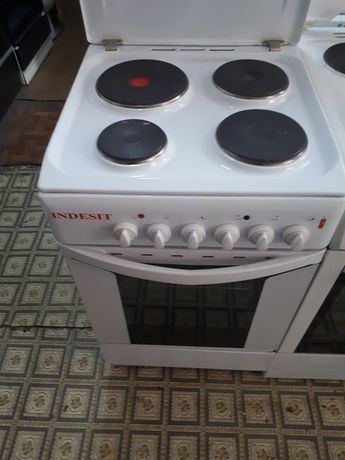 Электрическая плита фирма  индезит италия