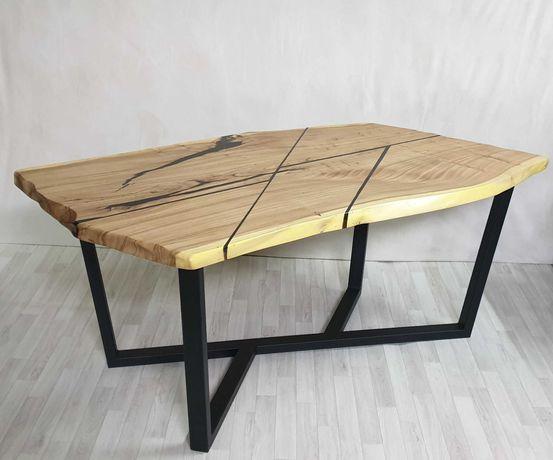 Обеденный стол из массива карагача и эпоксидной смолы