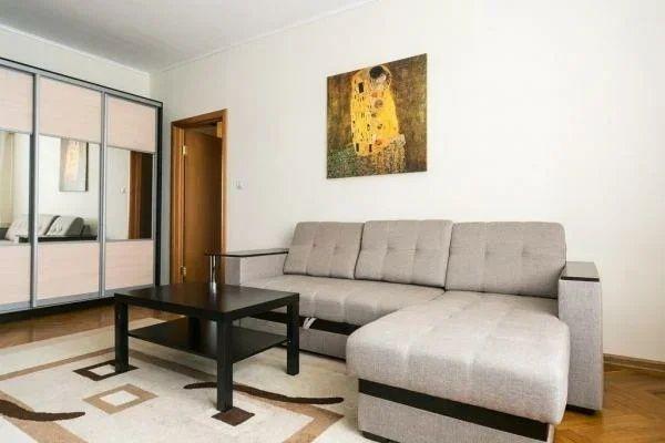Сдается 1 комнатная квартира в районе 7 поликлиники  75 000