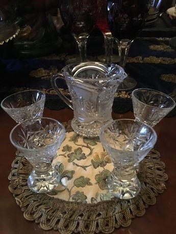 Elegant set-carafa cu patru pahare pentru tarie,cristal Bohemia,Belgia